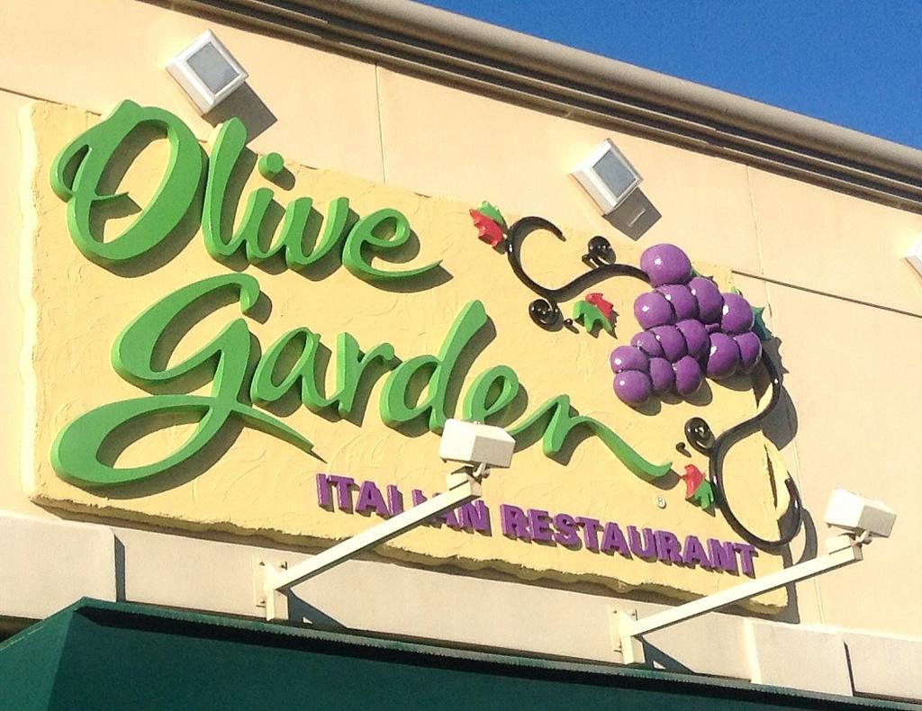 Olive Garden 39 S Build Your Own Lasagna Has 24 Combos Simplemost