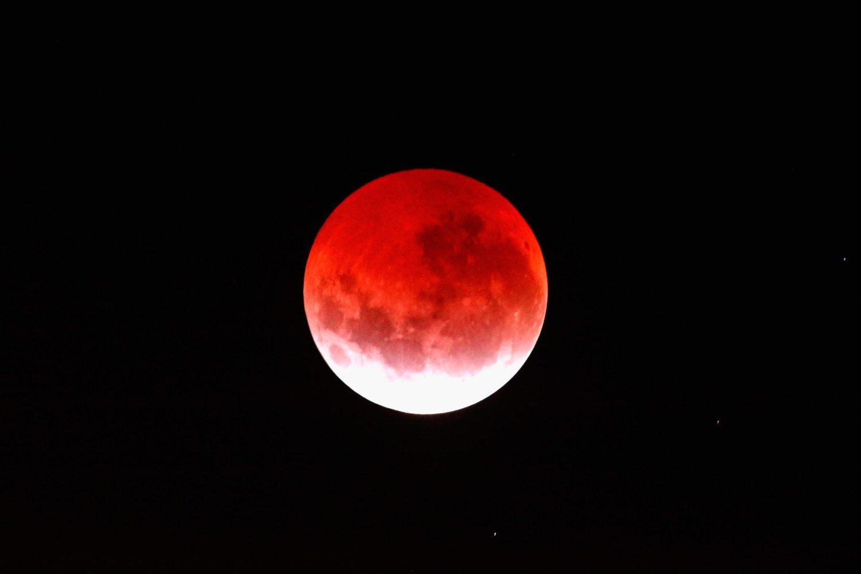 Lunar Eclipse Lights Up New Zealand Sky